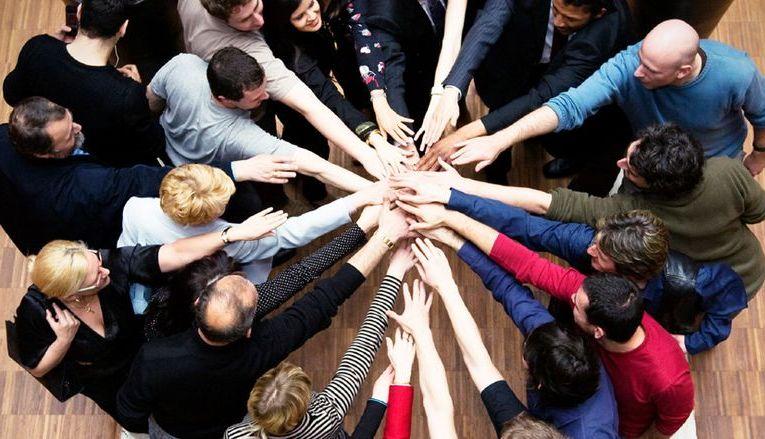 Сплотить коллектив новый год